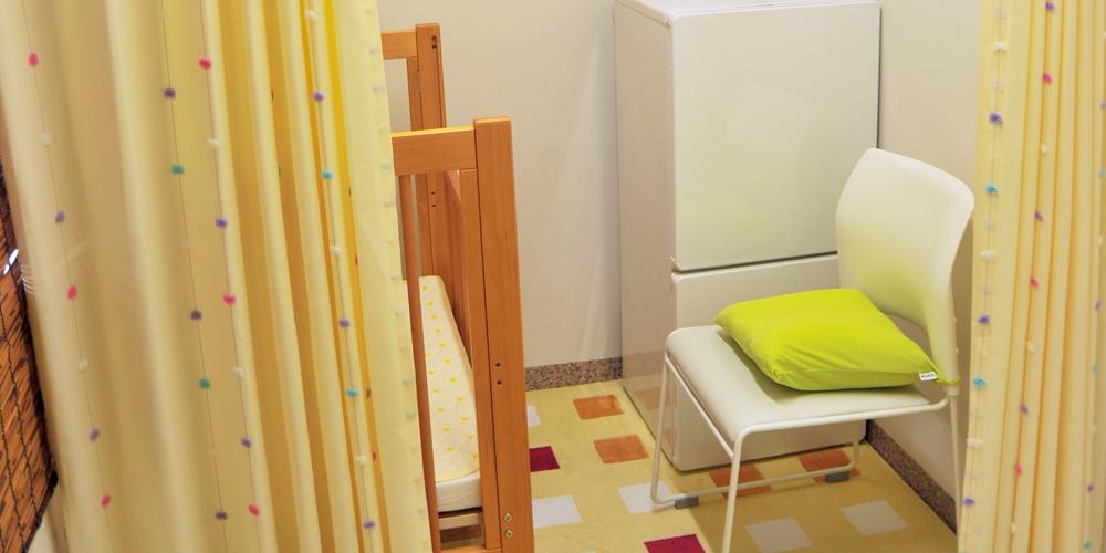 更衣室兼授乳室をご用意しています。プライベートな個室ですのでおむつ替えも心配いりません。